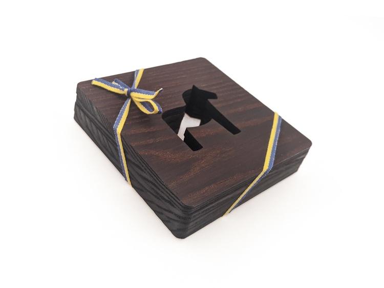 4-pack glasunderlägg av värmebehandlad Ask, 10x10 cm, Dalahäst