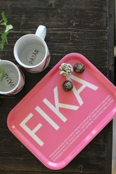 Bricka FIKA, Rosa (with English text)