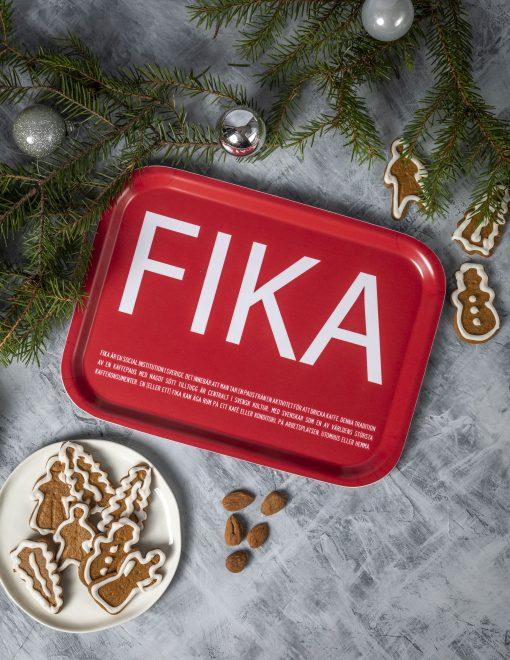 Bricka FIKA, Röd (with English text)