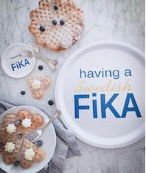 Glasunderlägg kant, having a Swedish Fika