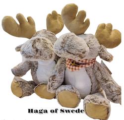Mjukis älg med Svensk Flaggscarf 45cm