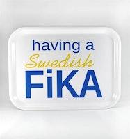 Bricka Swedish FIKA vit / gul / blå