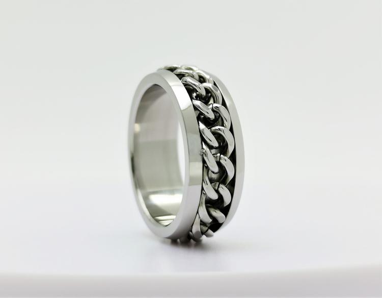 Chic chain Stainless Steel Ring bild 1 är en vacker maskulin herr ring, passar perfekt som present.