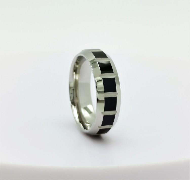 Mystery Stainless Steel Ring bild 1 är en vacker maskulin herr ring, passar perfekt som present samt som förlovningsring