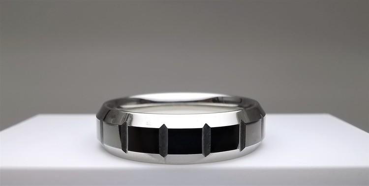 Mystery Stainless Steel Ring bild 2 är en vacker maskulin herr ring, passar perfekt som present samt som förlovningsring