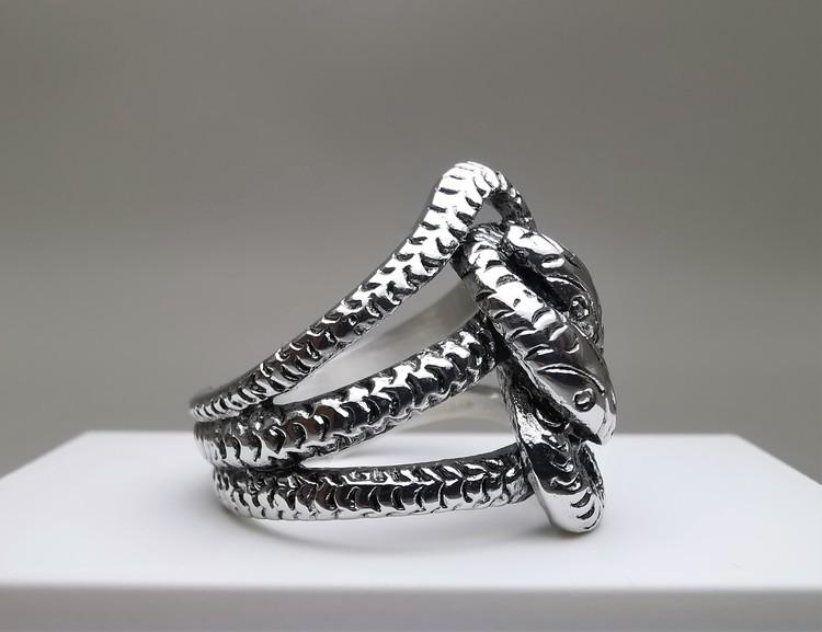 Trust Stainless Steel Ring bild 2 är en vacker maskulin herr ring, passar perfekt som present.