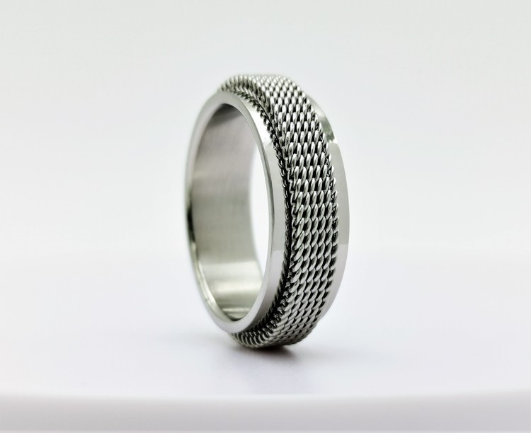 Netywork style Stainless Steel Ring bild 1 är en vacker maskulin herr ring, passar perfekt som present samt som förlovningsring