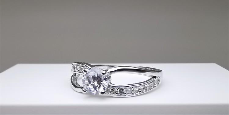 Soul Symmetry Infinity bild 2 är en Elegant, tidlös, och modern accessoar. Otroligt Vacker design av SWEVALI för alla tillfälle. Smycken är av hög kvalité Silver ring. Passar perfekt för damer som gil