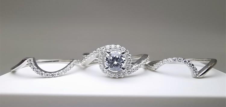 Elegant Beauty Set bild 2 är en Elegant, tidlös, och modern accessoar. Otroligt Vacker design av SWEVALI för alla tillfälle. Smycken är av hög kvalité Silver ring. Passar perfekt för damer som gillar