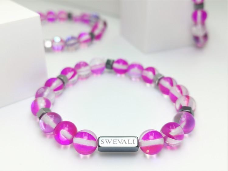 Happy pink bild 1, vackert armband i en snygg kombination. Armbandet är unisex och passat både män och kvinnor. Otroligt vacker Pärlarmband från SWEVALI.