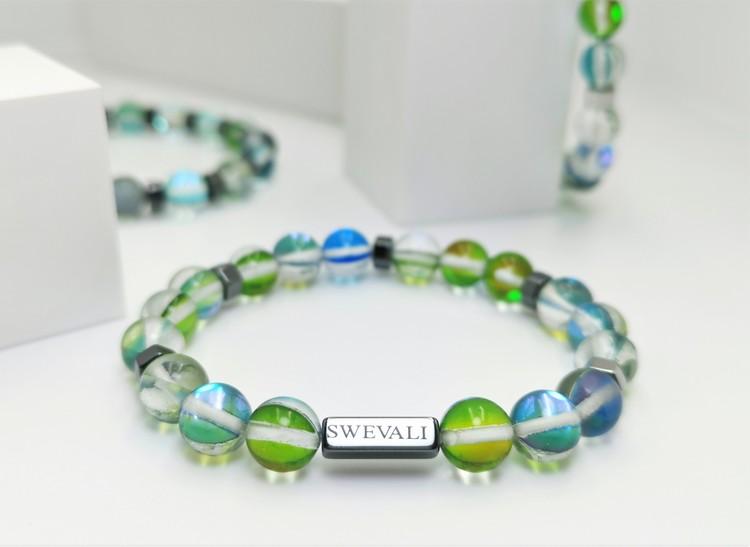 Party Green bild 1, vackert armband i en snygg kombination. Armbandet är unisex och passat både män och kvinnor. Otroligt vacker Pärlarmband från SWEVALI.