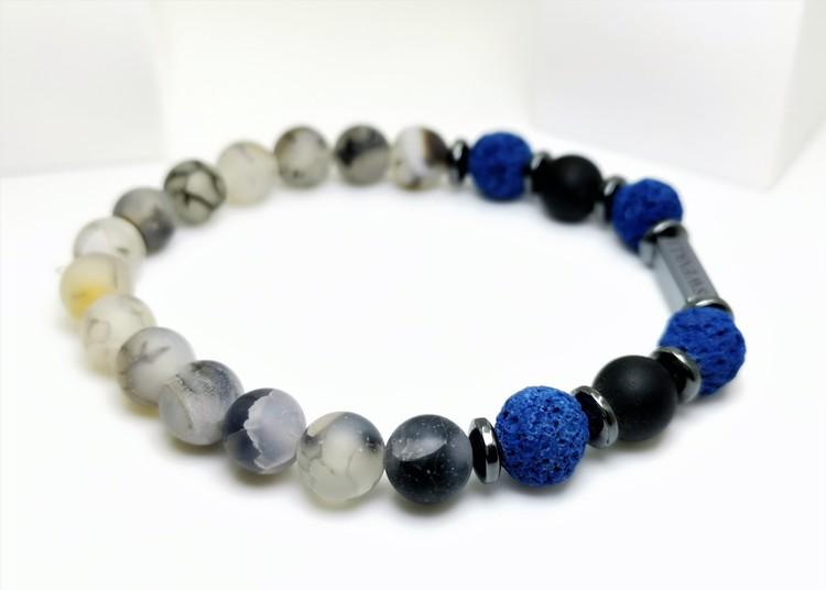 Snowfall Blue bild 2, vackert armband i en snygg kombination. Armbandet är unisex och passat både män och kvinnor. Otroligt vacker Pärlarmband från SWEVALI.