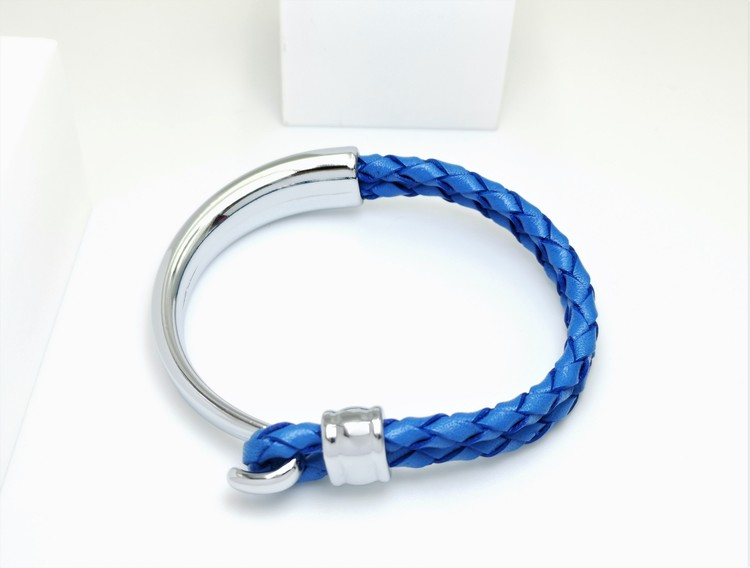 Concept blue leather metall Armband bild 2 är en otroligt charmig och snygg herr armband. Perfekt unik present