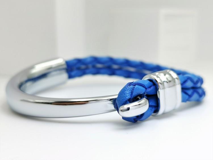 Concept blue leather metall Armband bild 1 är en otroligt charmig och snygg herr armband. Perfekt unik present