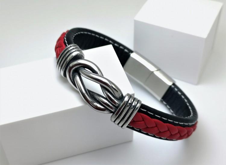 Sailor Knot RedBlack Leather Armband bild 3 är en otroligt vackert herr armband med vackra detaljer, en kombination av  högsta kvalité stainlees steel samt läder.