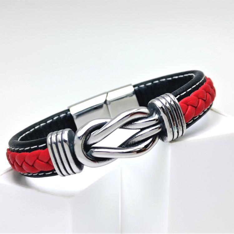 Sailor Knot RedBlack Leather Armband bild 1 är en otroligt vackert herr armband med vackra detaljer, en kombination av  högsta kvalité stainlees steel samt läder.