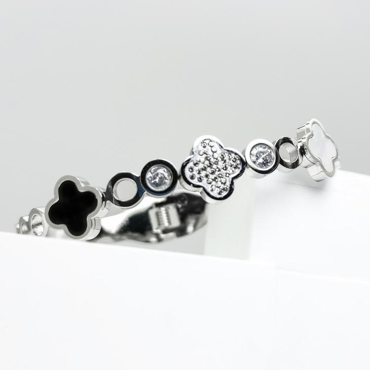 Glover Elegance Snappy Armband bild 5 är en Elegant, tidlös, och modern accessoar. Otroligt Vacker design av SWEVALI för alla tillfälle. Smycken är av hög kvalité Stainless Steel. Passar perfekt för d