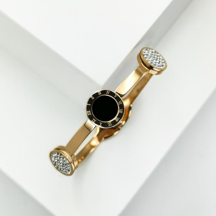 Era Elegance Snabby G Armband bild 3 är en Elegant, tidlös, och modern accessoar. Otroligt Vacker design av SWEVALI för alla tillfälle. Smycken är av hög kvalité Stainless Steel. Passar perfekt för da
