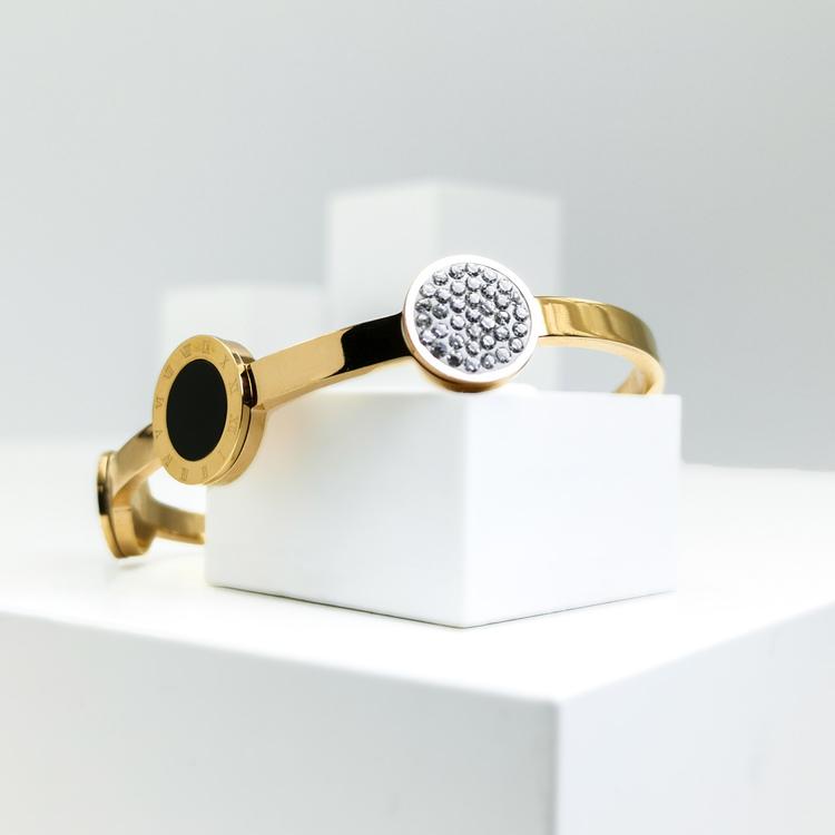 Era Elegance Snabby G Armband bild 1 är en Elegant, tidlös, och modern accessoar. Otroligt Vacker design av SWEVALI för alla tillfälle. Smycken är av hög kvalité Stainless Steel. Passar perfekt för da