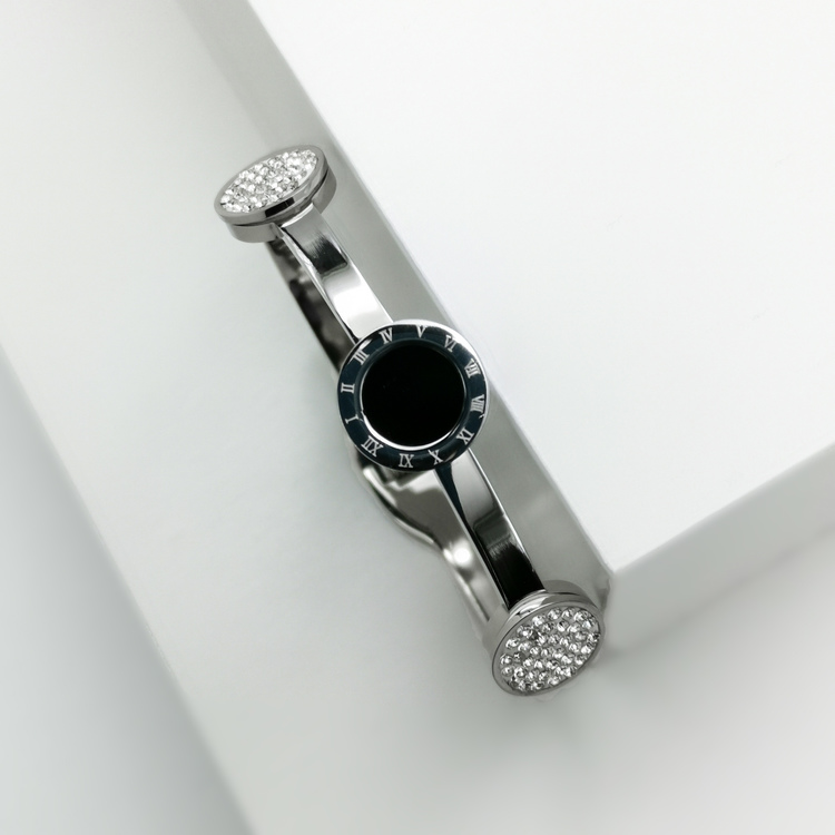 Era Elegance Snabby S Armband bild 3 är en Elegant, tidlös, och modern accessoar. Otroligt Vacker design av SWEVALI för alla tillfälle. Smycken är av hög kvalité Stainless Steel. Passar perfekt för da