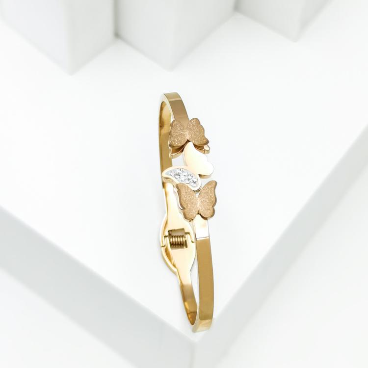 Queen Butterfly Armband bild 5 är en Elegant, tidlös, och modern accessoar. Otroligt Vacker design av SWEVALI för alla tillfälle. Smycken är av hög kvalité Stainless Steel. Passar perfekt för damer so