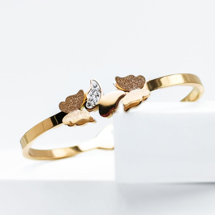 Queen Butterfly Armband bild 1 är en Elegant, tidlös, och modern accessoar. Otroligt Vacker design av SWEVALI för alla tillfälle. Smycken är av hög kvalité Stainless Steel. Passar perfekt för damer so