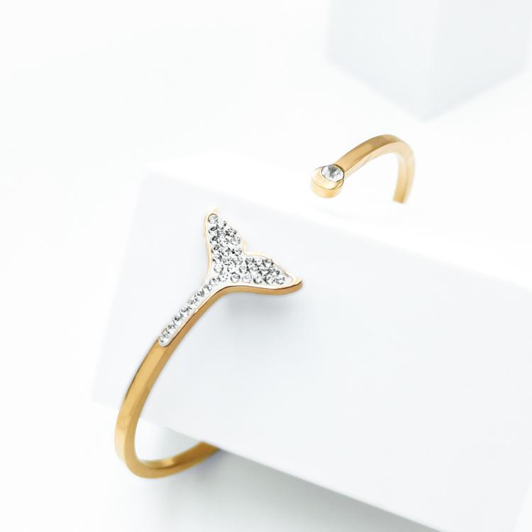 Dolphine Elite Armband bild 2 är en Elegant, tidlös, och modern accessoar. Otroligt Vacker design av SWEVALI för alla tillfälle. Smycken är av hög kvalité Stainless Steel. Passar perfekt för damer som