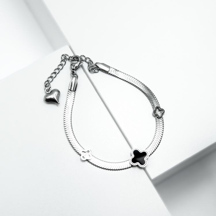 Glover Lucky Line Armband bild 3 är en Elegant, tidlös, och modern accessoar. Otroligt Vacker design av SWEVALI för alla tillfälle. Smycken är av hög kvalité Stainless Steel. Passar perfekt för damer