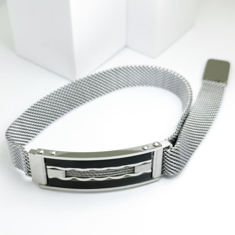 Confident Black Metal Armband  Bild 2 är en otroligt snygg och elegant herr armband. Hög kvalité Stainless Steel 316 L. Perfekt smycke för present