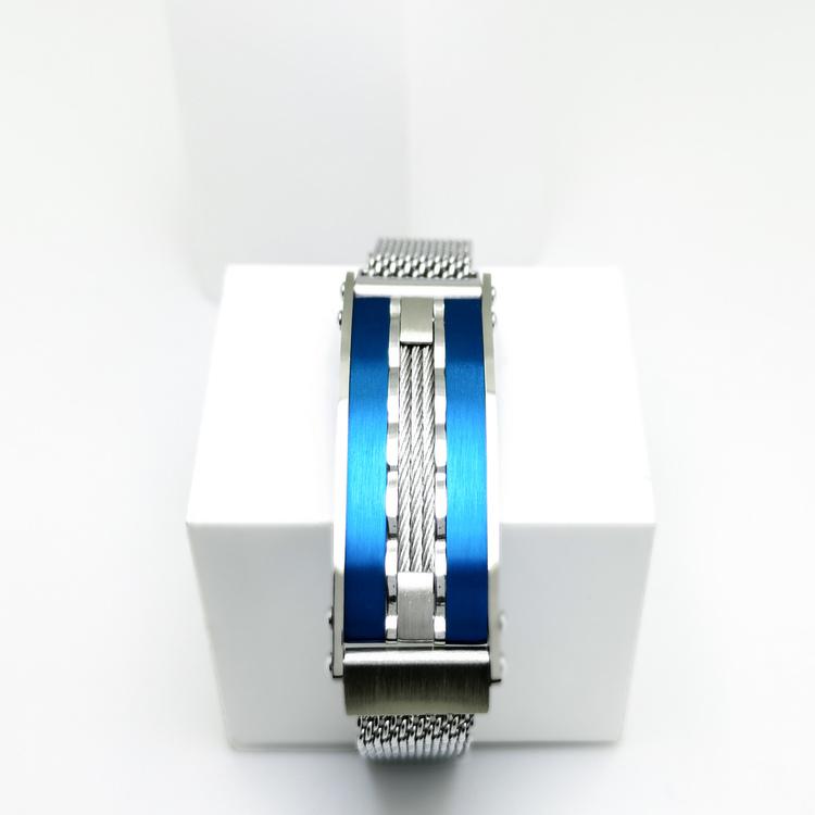 Confident Blue Metal Armband  Bild 1 är en otroligt snygg och elegant herr armband. Hög kvalité Stainless Steel 316 L. Perfekt smycke för present