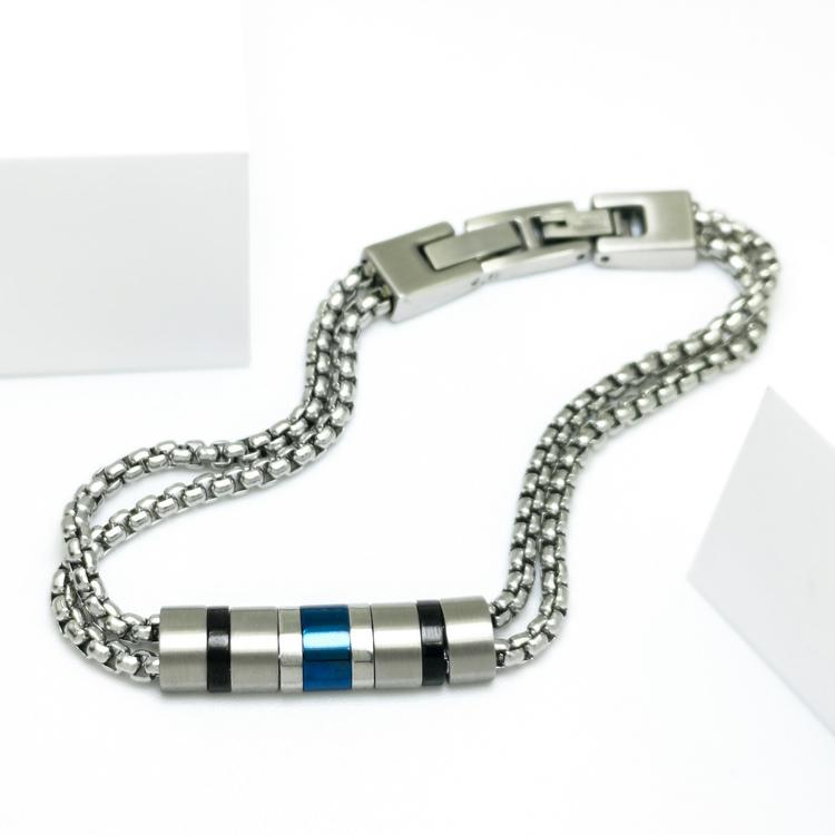 Life Phases Chain Armband bild 1 är en otroligt charmig och snygg herr armband. Perfekt unik present
