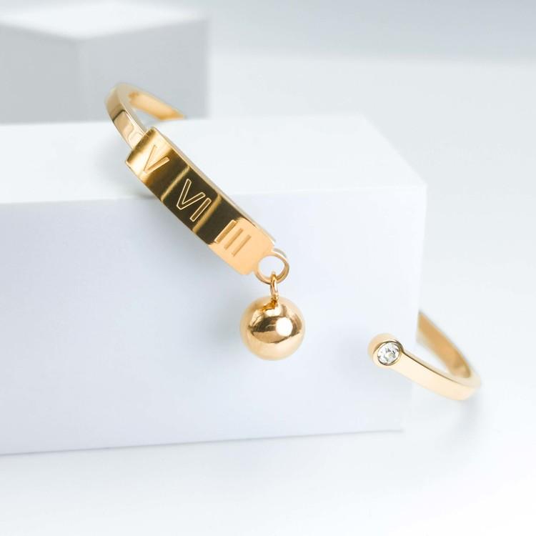 Gravity Armband bild 1 är en Elegant, tidlös, och modern accessoar. Otroligt Vacker design av SWEVALI för alla tillfälle. Smycken är av hög kvalité Stainless Steel. Passar perfekt för damer som gillar