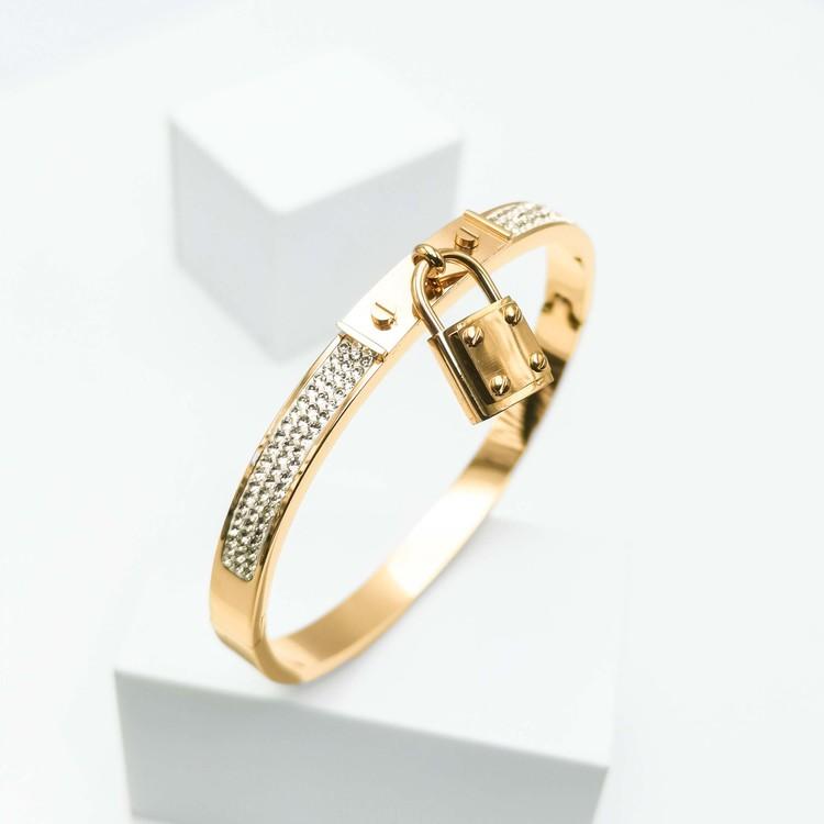 Prestige Armband bild 3 är en Elegant, tidlös, och modern accessoar. Otroligt Vacker design av SWEVALI för alla tillfälle. Smycken är av hög kvalité Stainless Steel. Passar perfekt för damer som gilla