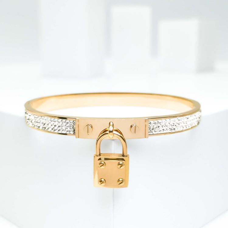Prestige Armband bild 1 är en Elegant, tidlös, och modern accessoar. Otroligt Vacker design av SWEVALI för alla tillfälle. Smycken är av hög kvalité Stainless Steel. Passar perfekt för damer som gilla