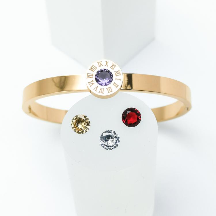Queen Diamonds Armband bild 3 är en Elegant, tidlös, och modern accessoar. Otroligt Vacker design av SWEVALI för alla tillfälle. Smycken är av hög kvalité Stainless Steel. Passar perfekt för damer som