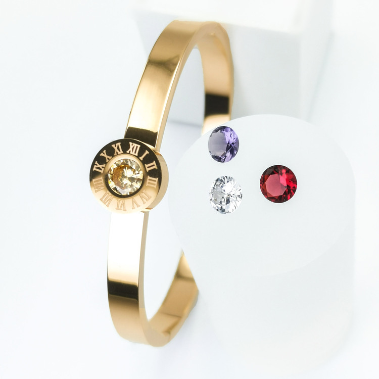 Queen Diamonds Armband bild 4 är en Elegant, tidlös, och modern accessoar. Otroligt Vacker design av SWEVALI för alla tillfälle. Smycken är av hög kvalité Stainless Steel. Passar perfekt för damer som