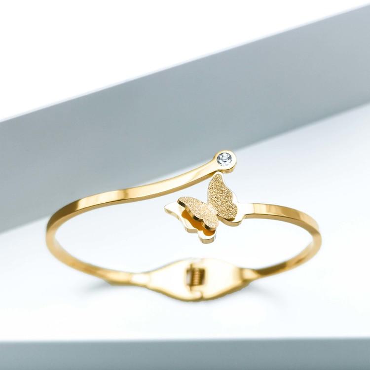Star Journey Butterfly Armband bild 1 är en Elegant, tidlös, och modern accessoar. Otroligt Vacker design av SWEVALI för alla tillfälle. Smycken är av hög kvalité Stainless Steel. Passar perfekt för d