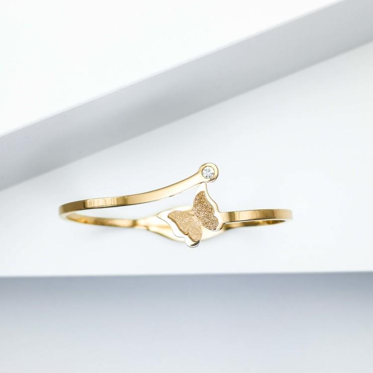 Star Journey Butterfly Armband bild 2 är en Elegant, tidlös, och modern accessoar. Otroligt Vacker design av SWEVALI för alla tillfälle. Smycken är av hög kvalité Stainless Steel. Passar perfekt för d
