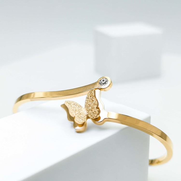 Star Journey Butterfly Armband bild 4 är en Elegant, tidlös, och modern accessoar. Otroligt Vacker design av SWEVALI för alla tillfälle. Smycken är av hög kvalité Stainless Steel. Passar perfekt för d