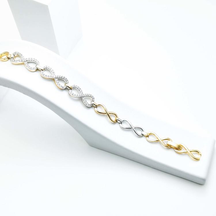 Pleasure Infinity Armband bild 3 är en Elegant, tidlös, och modern accessoar. Otroligt Vacker design av SWEVALI för alla tillfälle. Smycken är av hög kvalité Stainless Steel. Passar perfekt för damer