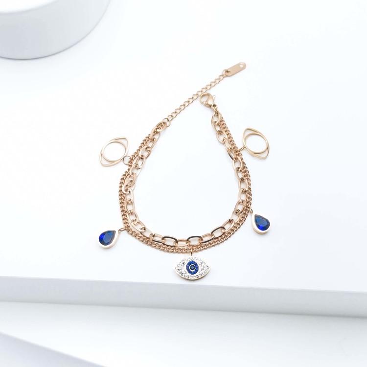 Lady Serenity Armband bild 2 är en Elegant, tidlös, och modern accessoar. Otroligt Vacker design av SWEVALI för alla tillfälle. Smycken är av hög kvalité Stainless Steel. Passar perfekt för damer som