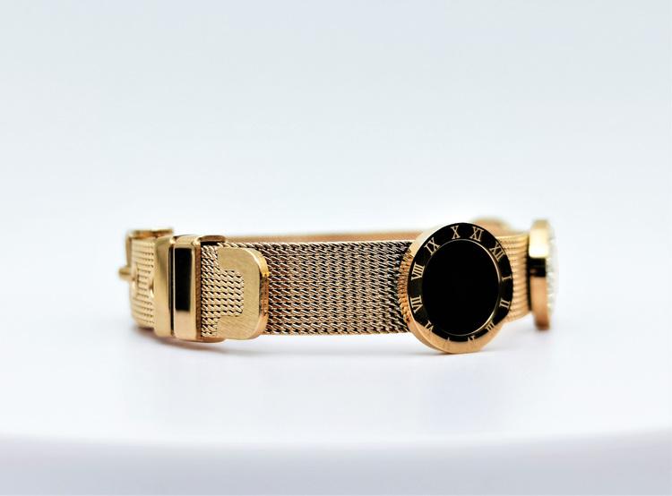 Era Elegance G Armband bild 3 är en Elegant, tidlös, och modern accessoar. Otroligt Vacker design av SWEVALI för alla tillfälle. Smycken är av hög kvalité Stainless Steel. Passar perfekt för damer som