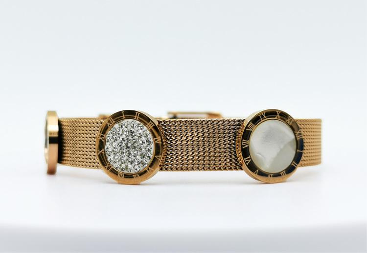 Era Elegance G Armband bild 2 är en Elegant, tidlös, och modern accessoar. Otroligt Vacker design av SWEVALI för alla tillfälle. Smycken är av hög kvalité Stainless Steel. Passar perfekt för damer som