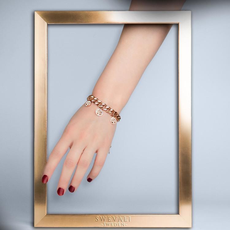 Tree of life confident Armband bild 4 är en Elegant, tidlös, och modern accessoar. Otroligt Vacker design av SWEVALI för alla tillfälle. Smycken är av hög kvalité Stainless Steel. Passar perfekt för d