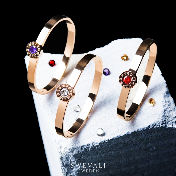 Queen Diamonds Armband bild 5 är en Elegant, tidlös, och modern accessoar. Otroligt Vacker design av SWEVALI för alla tillfälle. Smycken är av hög kvalité Stainless Steel. Passar perfekt för damer som