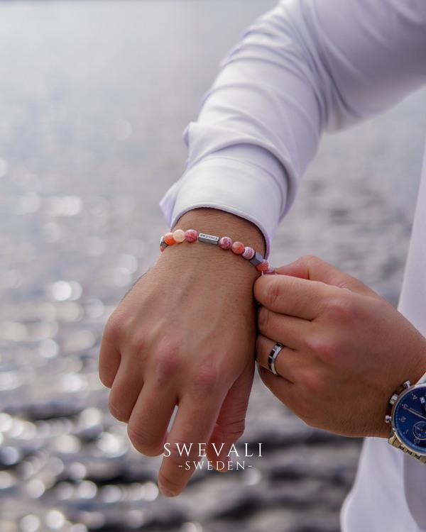 Happy Pink bild 4, vackert armband i en snygg kombination. Armbandet är unisex och passat både män och kvinnor. Otroligt vacker Pärlarmband från SWEVALI