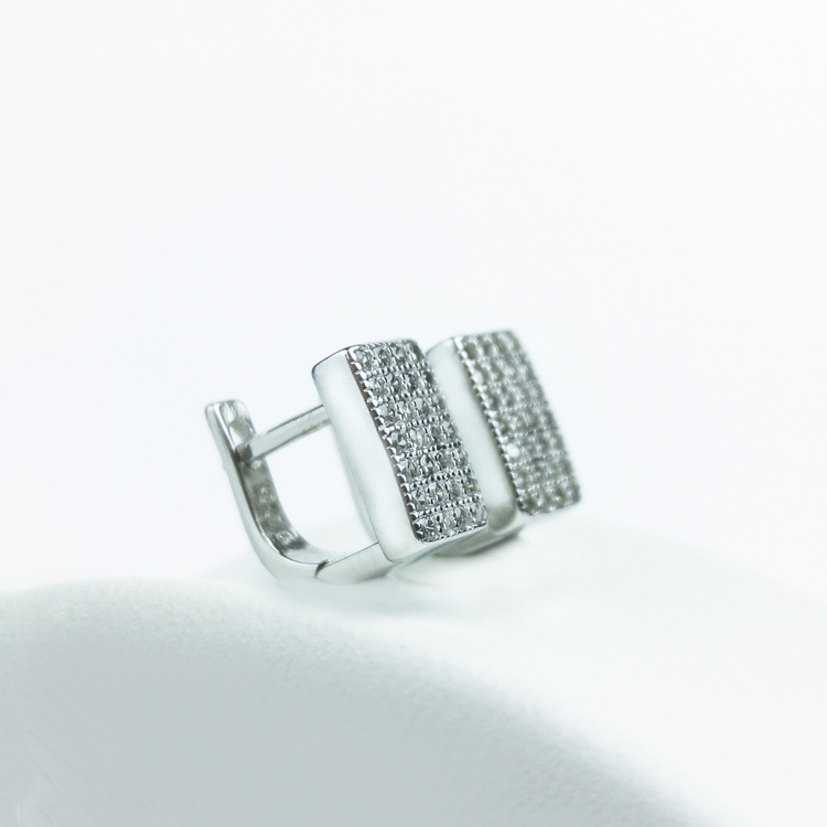 4 - Confident Babe Silver Örhänge 925 Modern and trendy earings and women jewelry and accessories