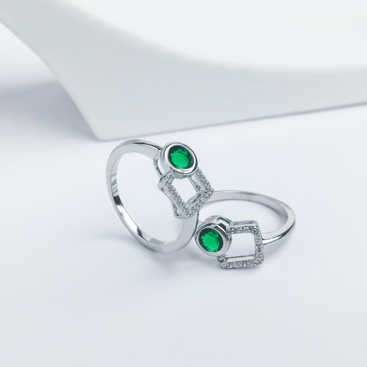 2- Baroness Mood Silver ring 925 Modern and trendy Silver Rings and women jewelry and accessories from SWEVALI fashion Sweden Modern and trendy Silver Rings and women jewelry and accessori
