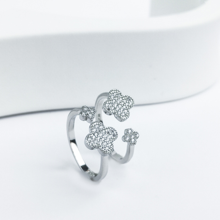 2- Clover Secret Of Luck Silver ring 925 Modern and trendy Silver Rings and women jewelry and accessories from SWEVALI fashion Sweden
