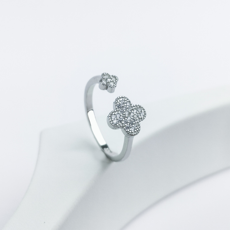 1- Clover Secret Of Luck Silver ring 925 Modern and trendy Silver Rings and women jewelry and accessories from SWEVALI fashion Sweden